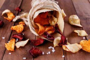 chips o patatine con barbabietola, carota, patata dolce
