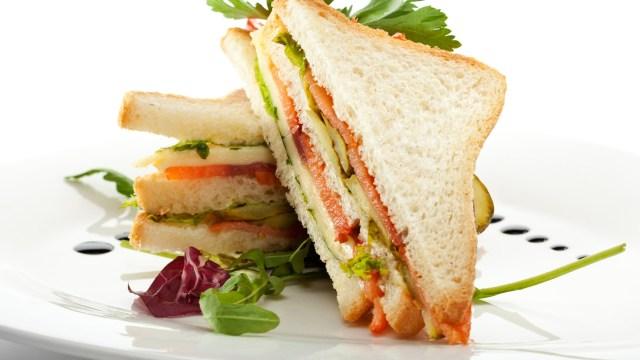 club-sandwich-con-salmone-e-verdure-1920x1080.jpg
