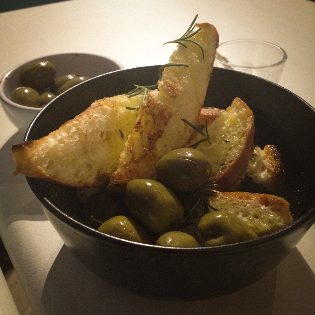 pane tostato con olio e rosmarino