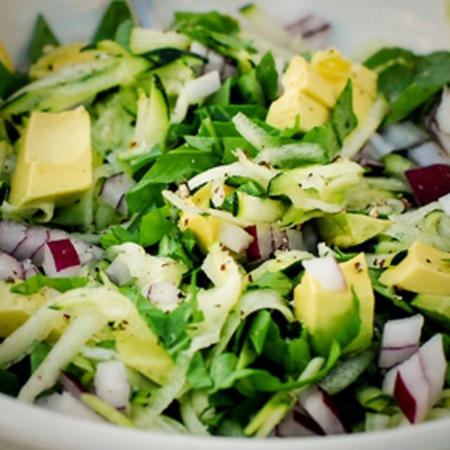 insalata con condimento crudista