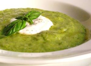 vellutata di zucchine con basilico e yogurt